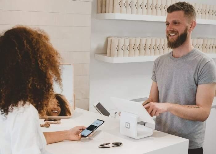 Entenda o novo comportamento do consumidor e como isso afetasua marca, seus negócios e a forma de se relacionar com seus clientes.
